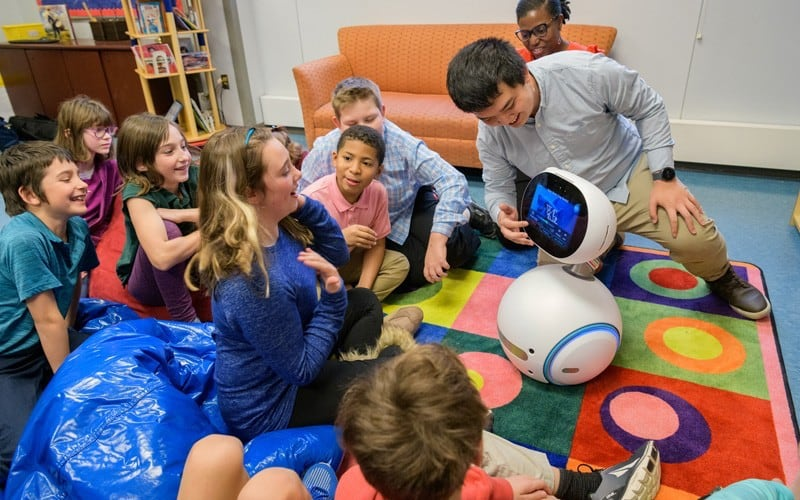 Social robots teach cyber safety